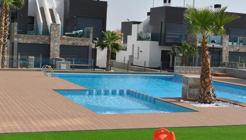 Rent holiday in Oasis Hill Costa Blanca.